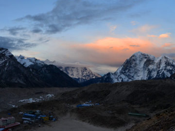 how to reach everest base camp from lukla